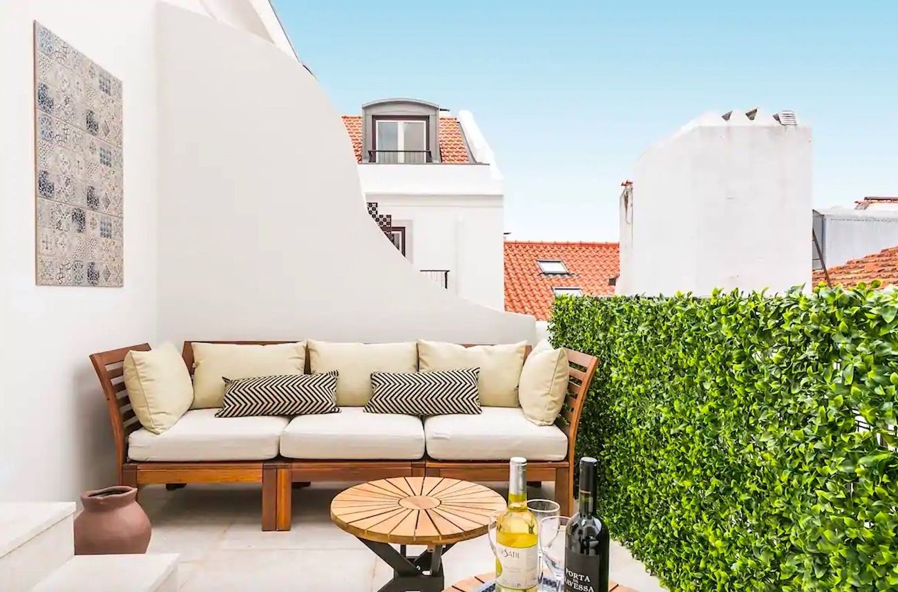 Tasteful penthouse apartment with cathedral views, Lisbon Airbnbs