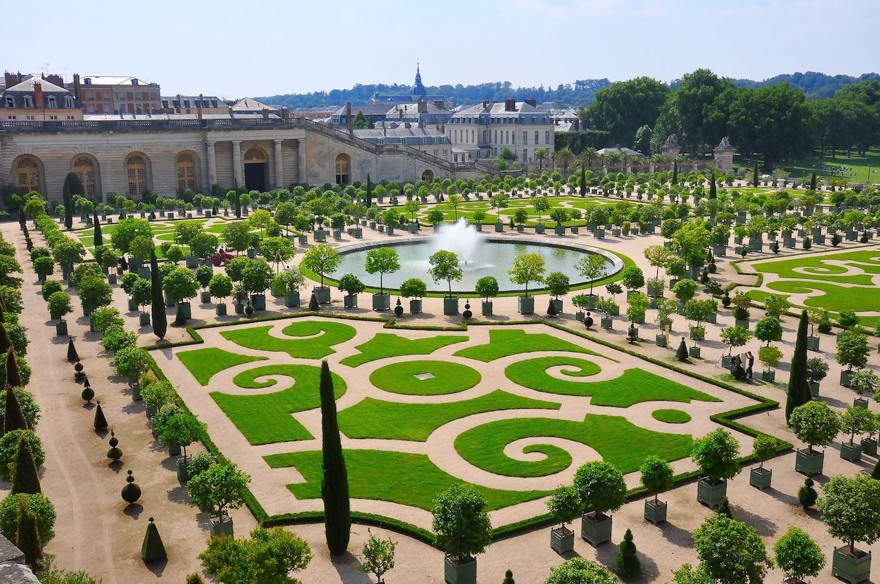 outside of the Chateau de Versailles hotel