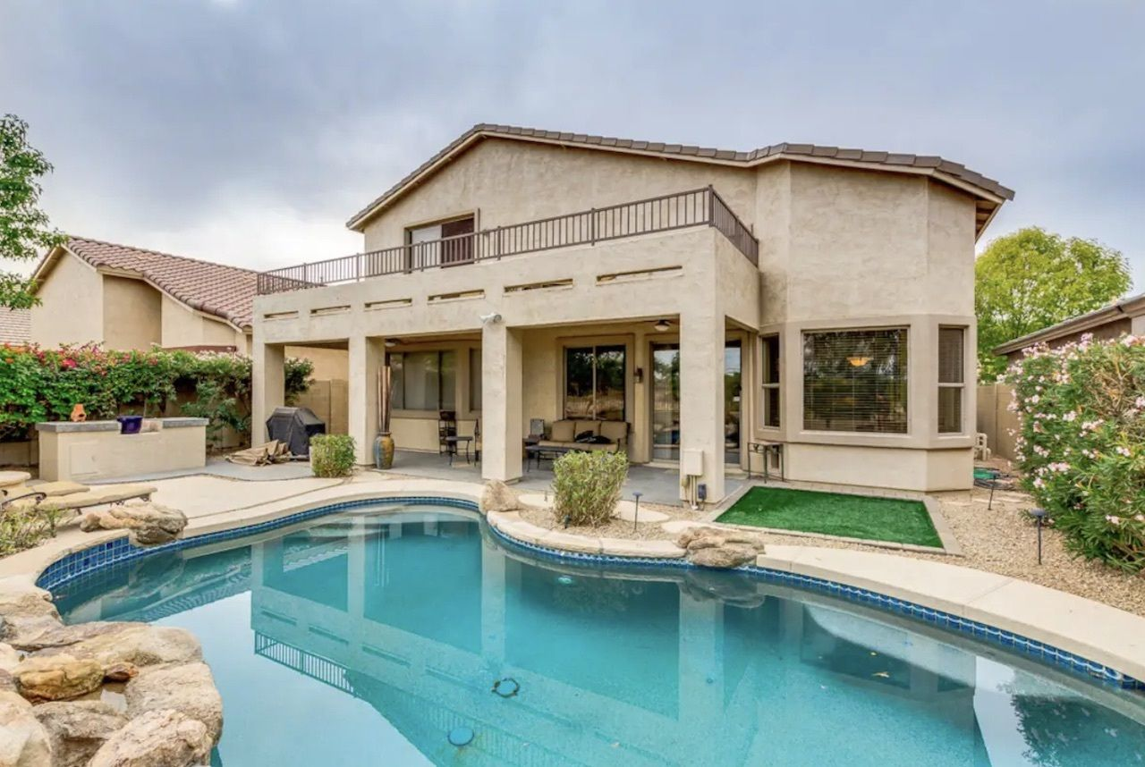Large house on golf course, perfect for golfers and hikers, phoenix airbnbs