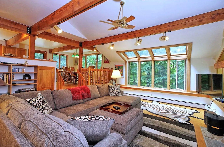 pet-friendly-lodge-killington-airbnb, Killington Airbnb