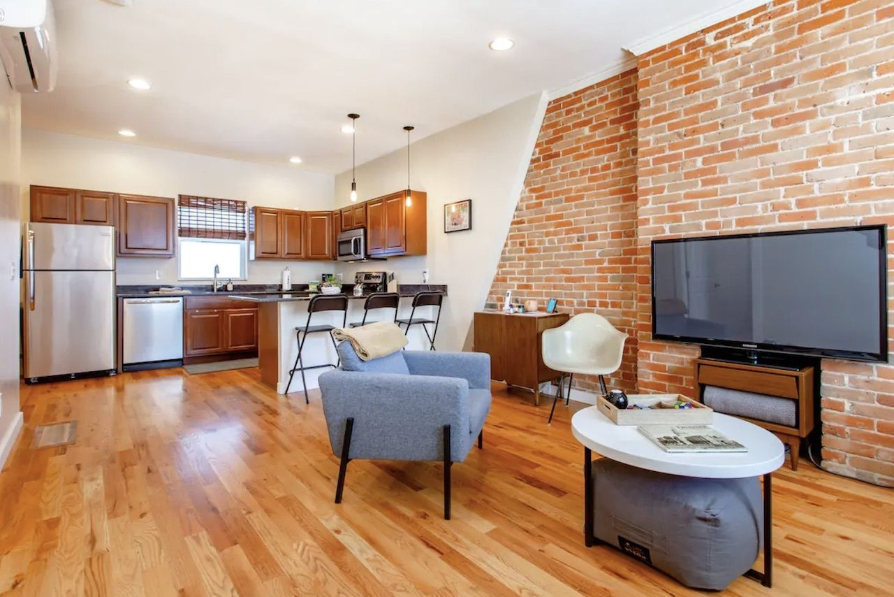 points, Airbnbs in Denver