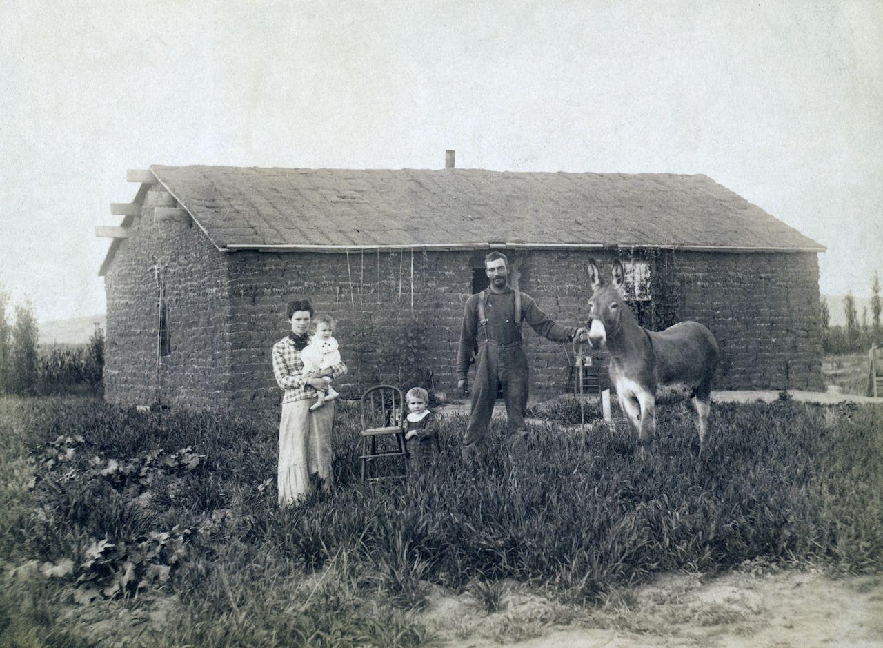 J.D. Semler family, near Woods Park, Custer County, Nebraska. 1886, experience Nebraska