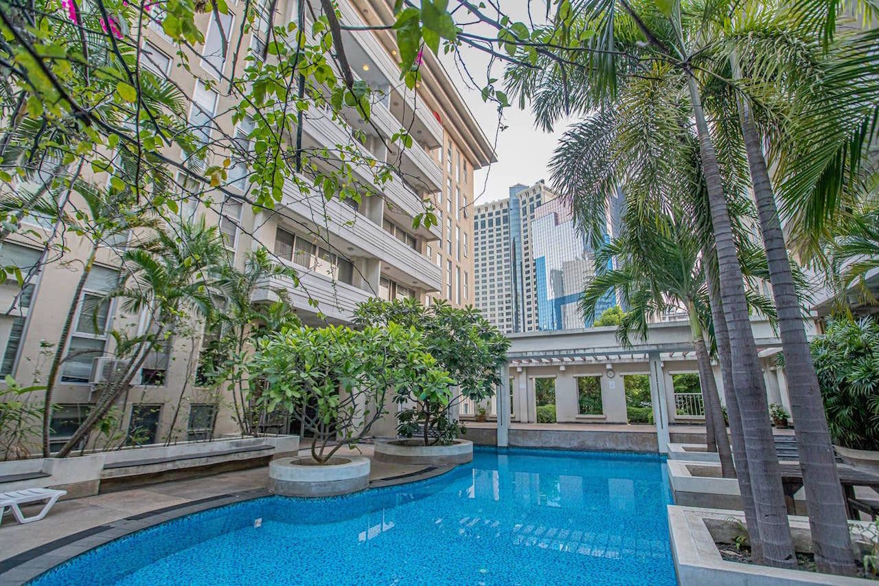 Accommodation-in-Bangkok-Airbnb-Central-one-bedroom-apartment-with-pool