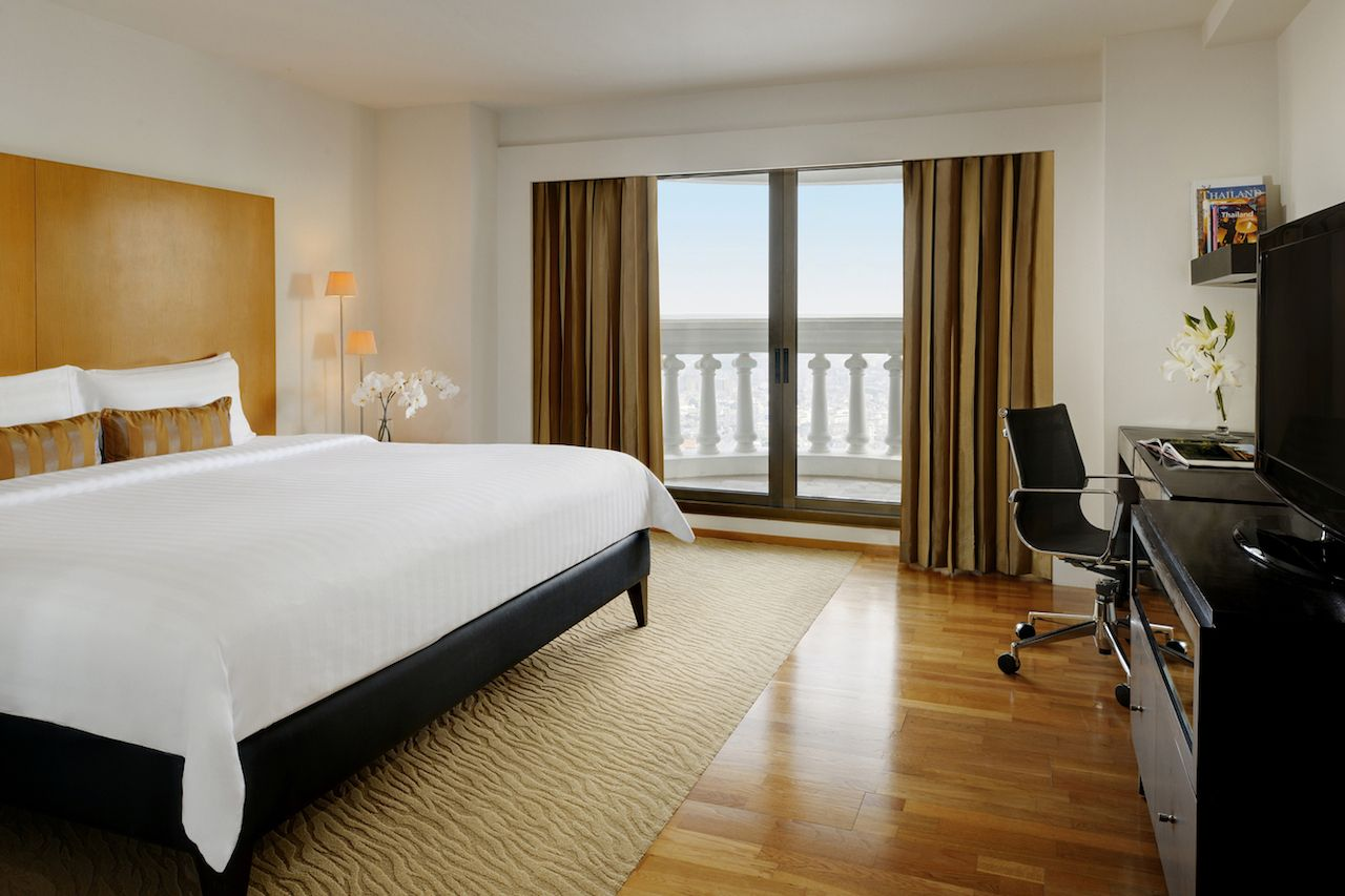 Accommodation-in-Bangkok-Luxury-Hotel-Lebua-at-State-Tower