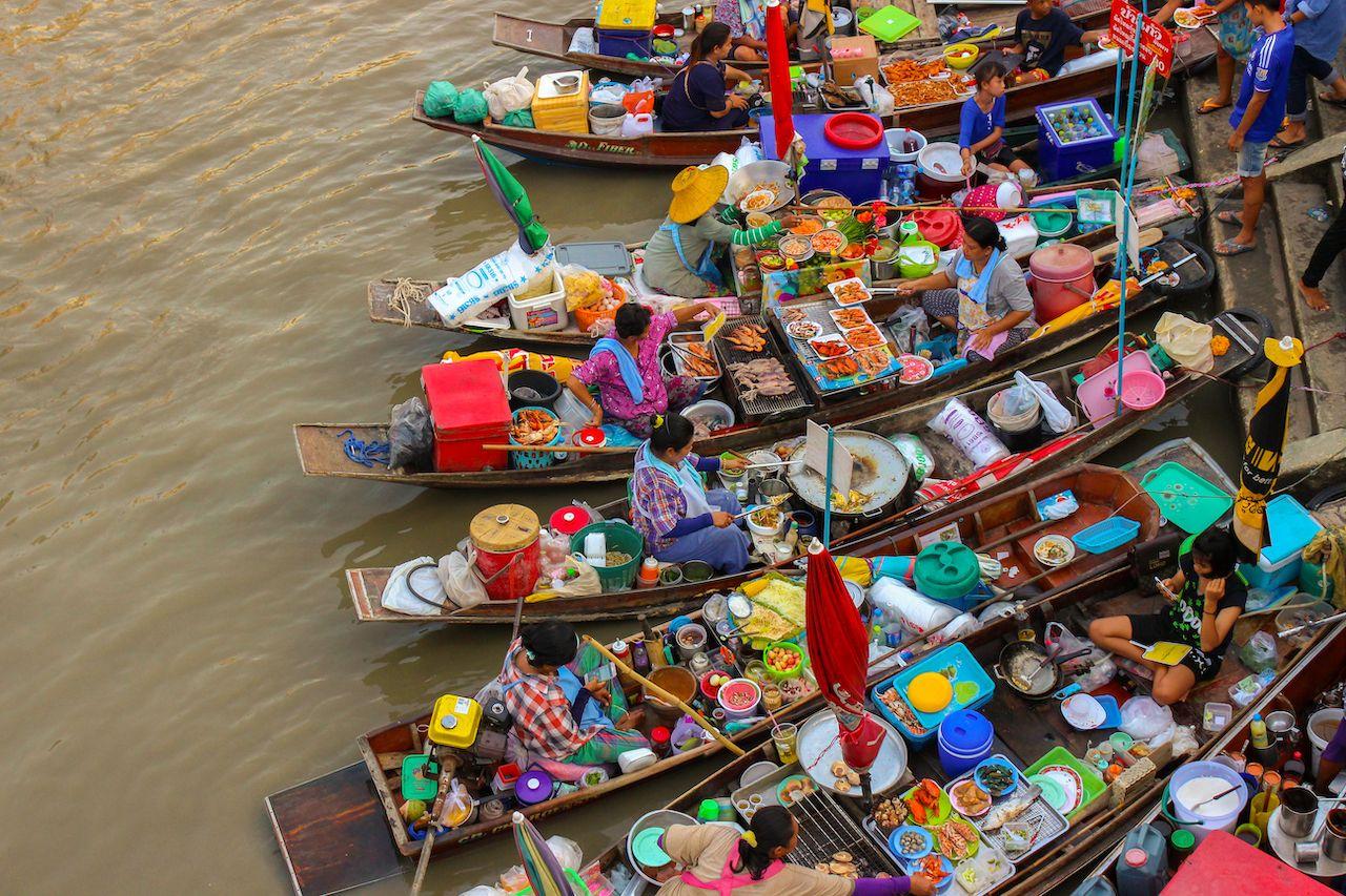 Bangkok-day-trips-Amphawa-floating-market