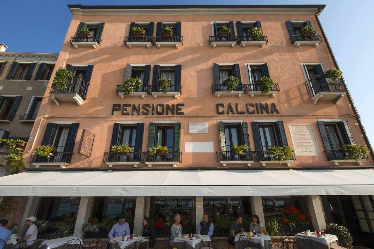 Cafes-in-Venice-La Calcina-outside