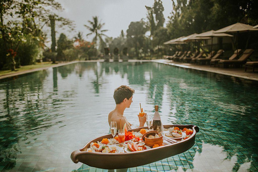 Tanah Gajah, Bali, floating breakfasts