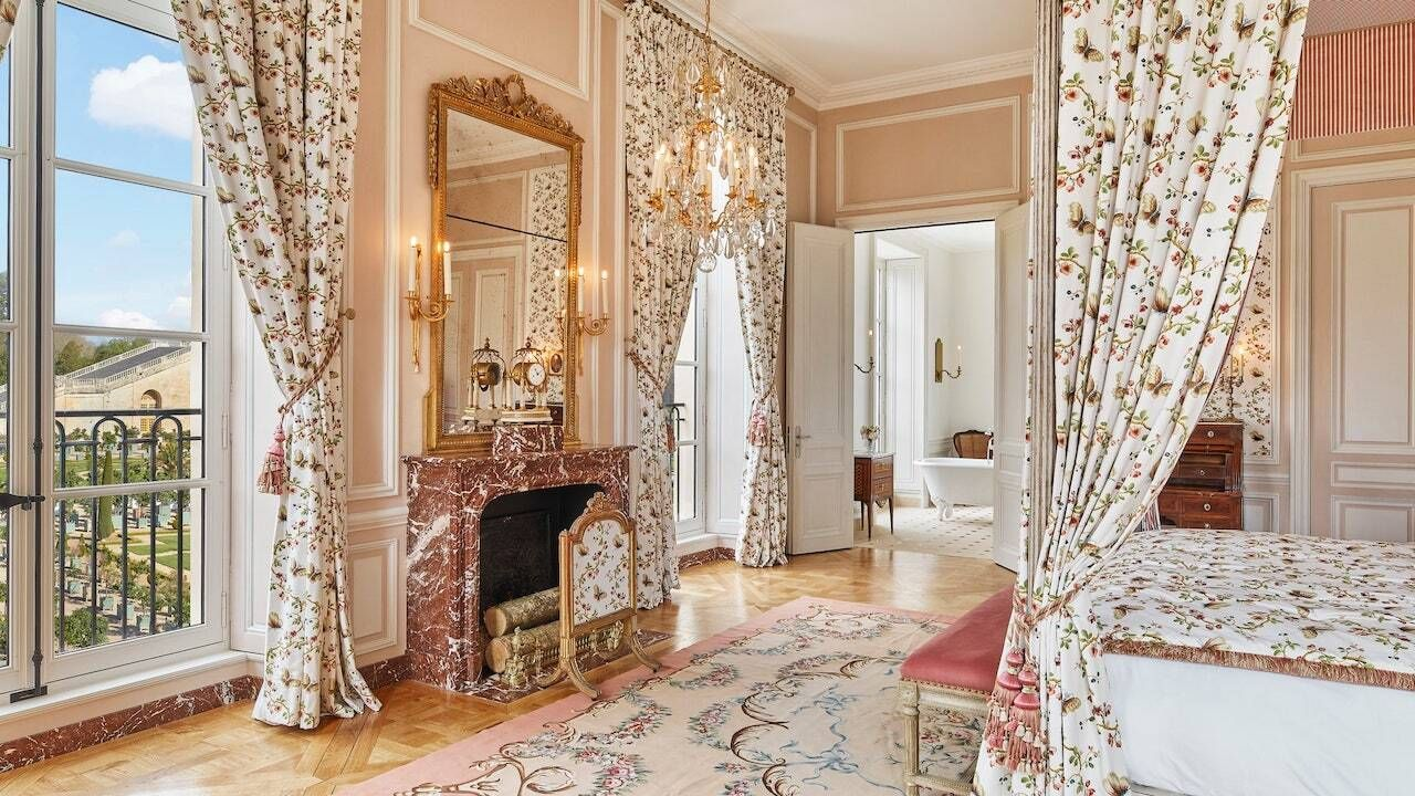 French-Chateau-Le-grand-Controle-Hotel-Versailles,  French castle