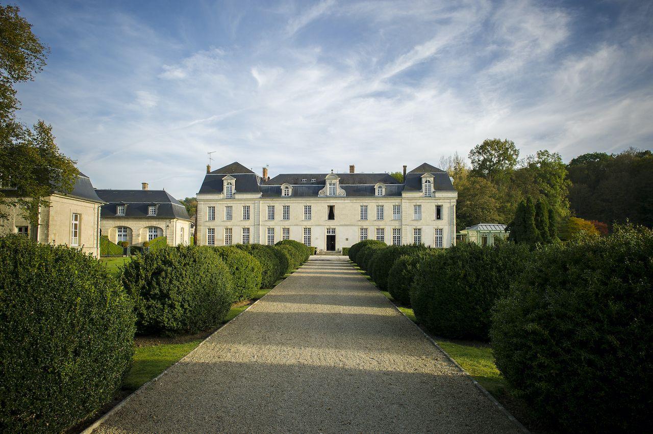 French-castle-Chateau-de-Courcelles