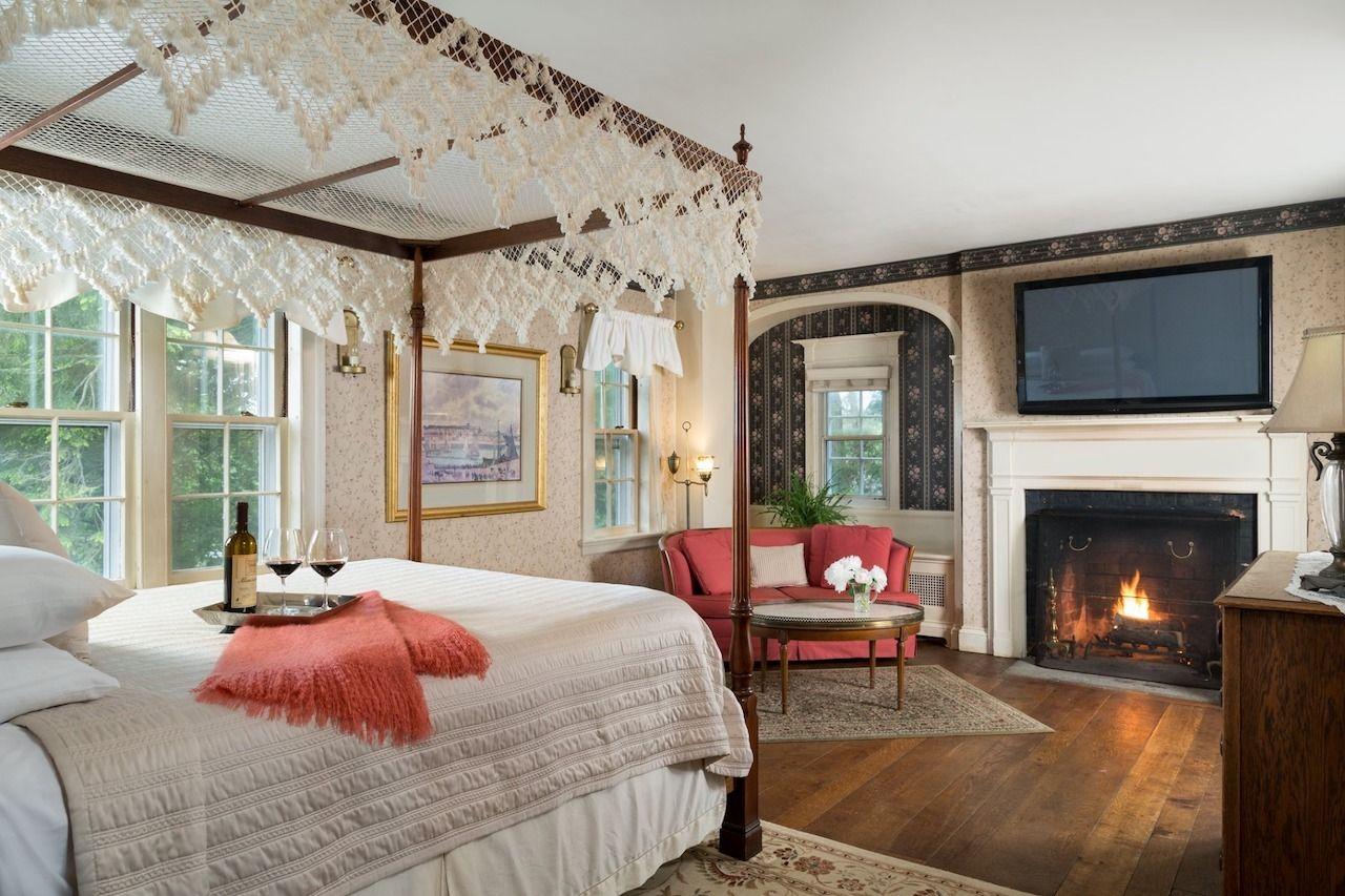 LGBTQ-friendly-lodging-New-England-Davonfield-Inn, LGBTQ-friendly lodging New England
