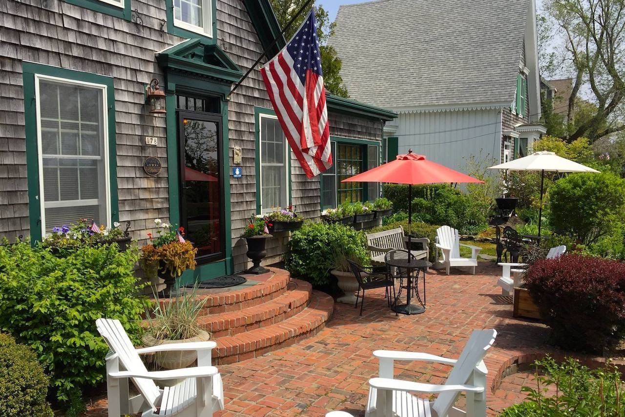 LGBTQ-friendly-lodging-New-England-Snug-Cottage, LGBTQ-friendly lodging New England