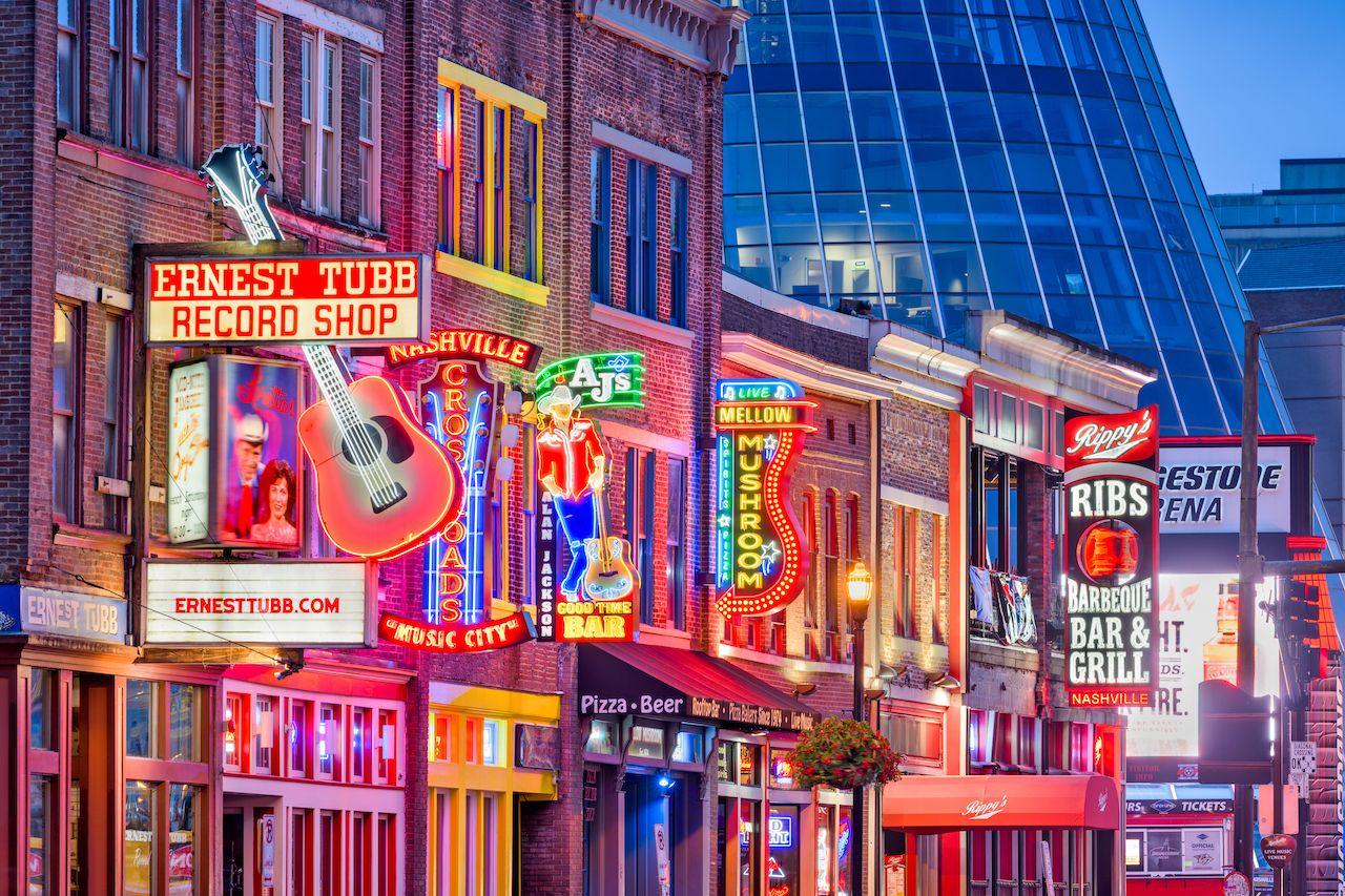 Nashville,,Tennessee,-,August,20,,2018:,Honky-tonks,On,Lower,Broadway., bachelorette in Nashville