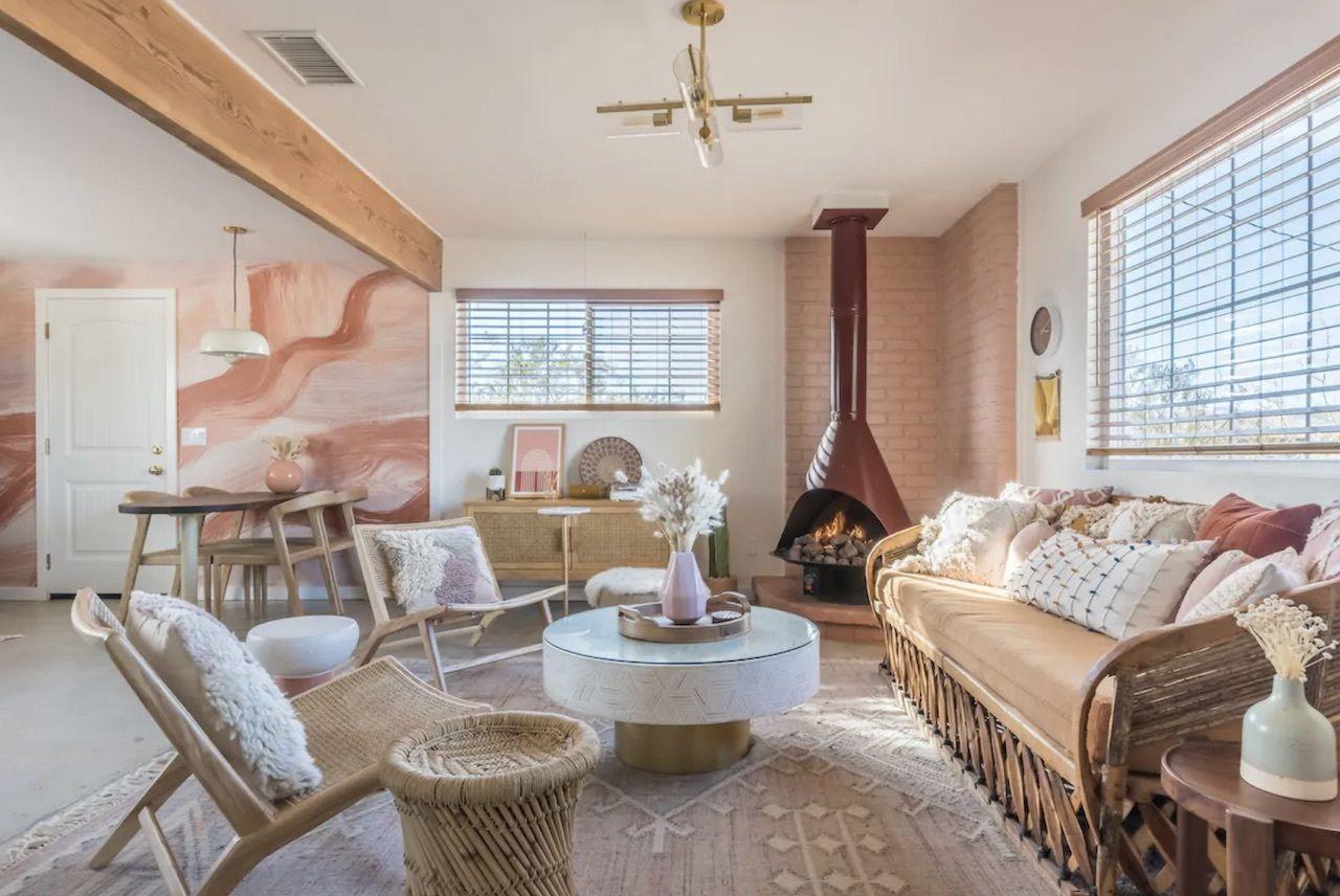 Spacious, chic Flamingo Social Club home for groups, joshua tree airbnbs