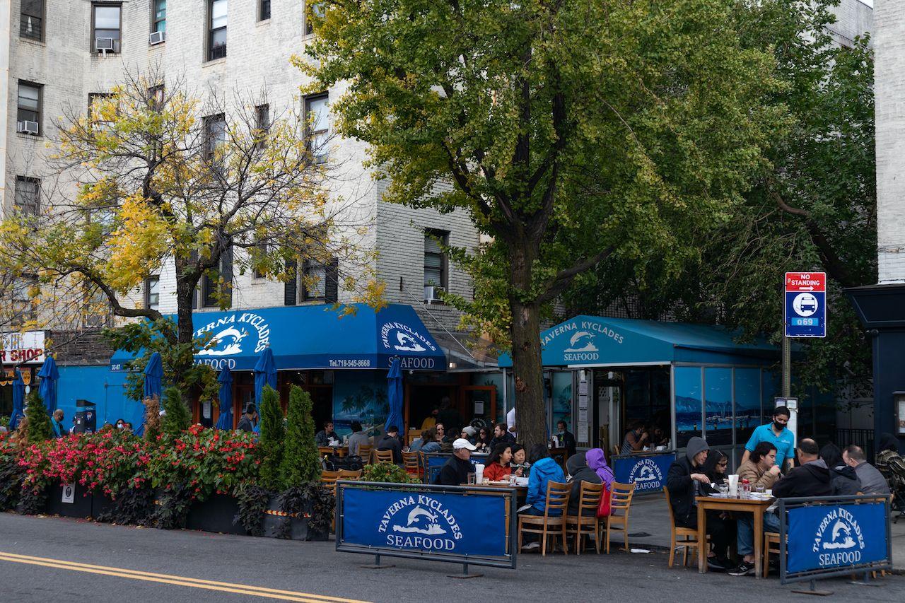 Astoria,,Queens,Usa,-,October,18,2020:,Beautiful,Outdoor,Dining, Queens restaurants