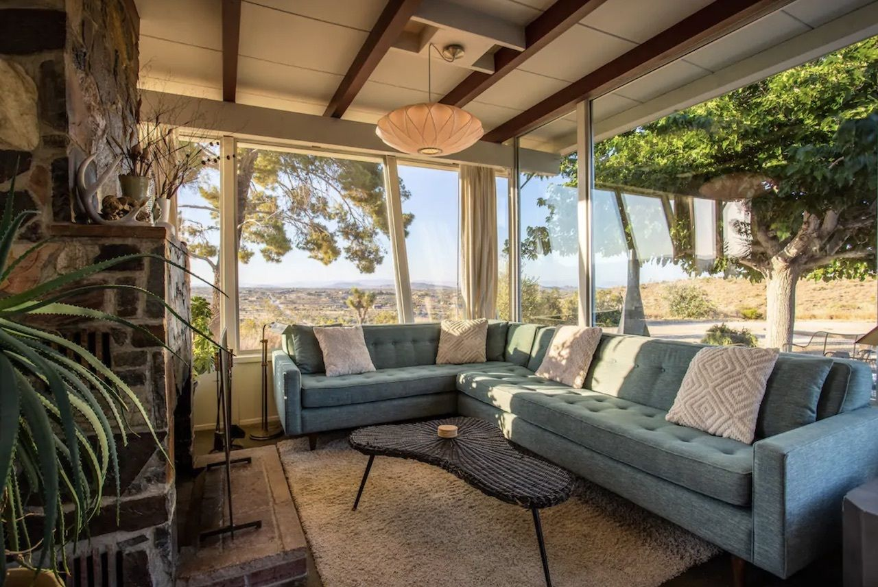 High-desert house for six with great views, Joshua tree airbnbs