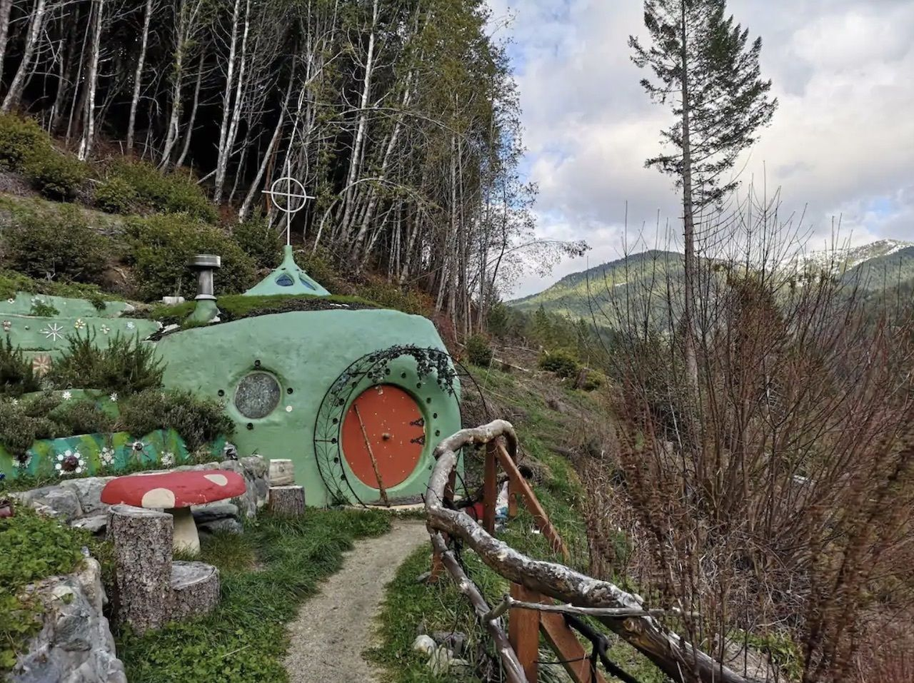 hobbit-house-airbnbs-near-redwoods-national-park, Airbnbs near redwoods national park