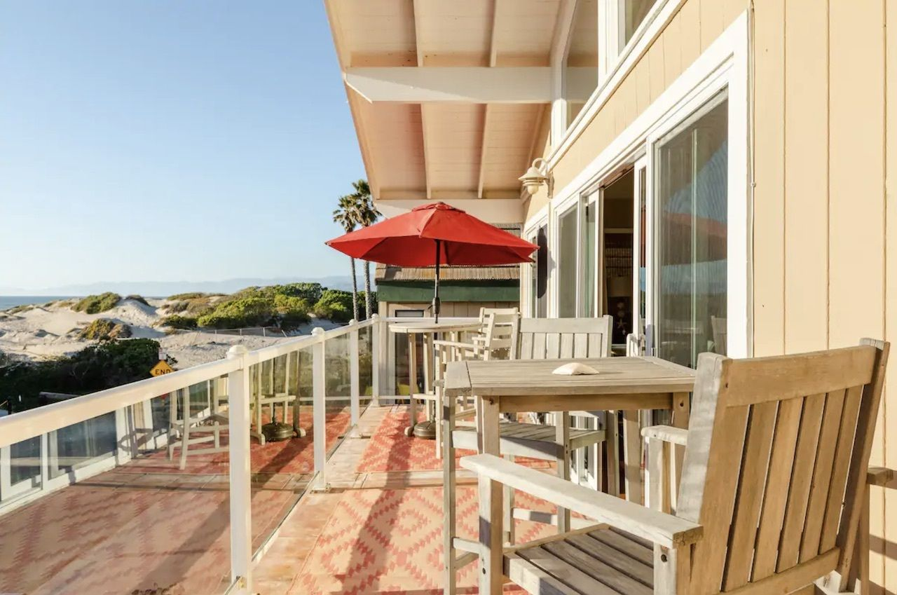 hollywood-beach-oceanfront-airbnbs-in-california, Oceanfront Airbnbs in California