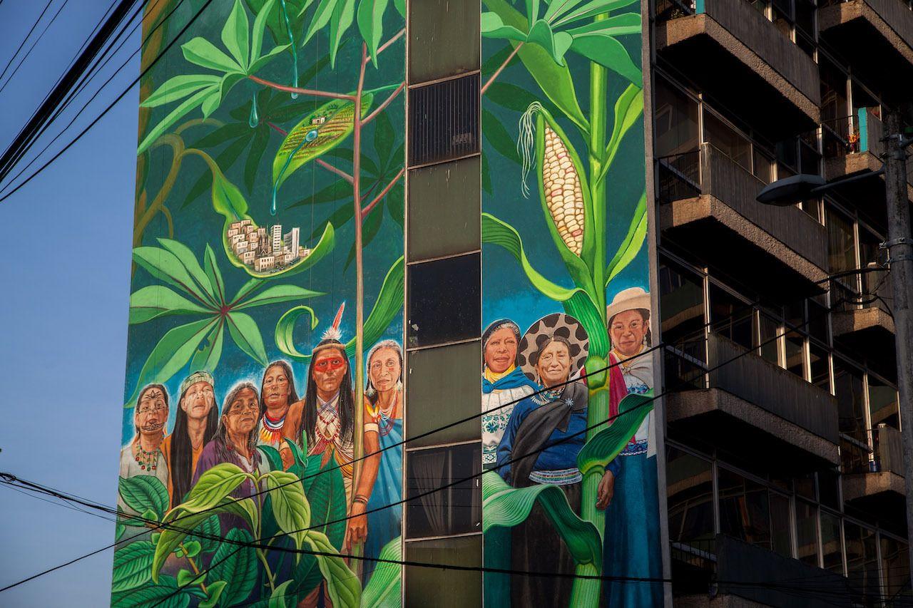 Mona-Caron-Quito-mural-women