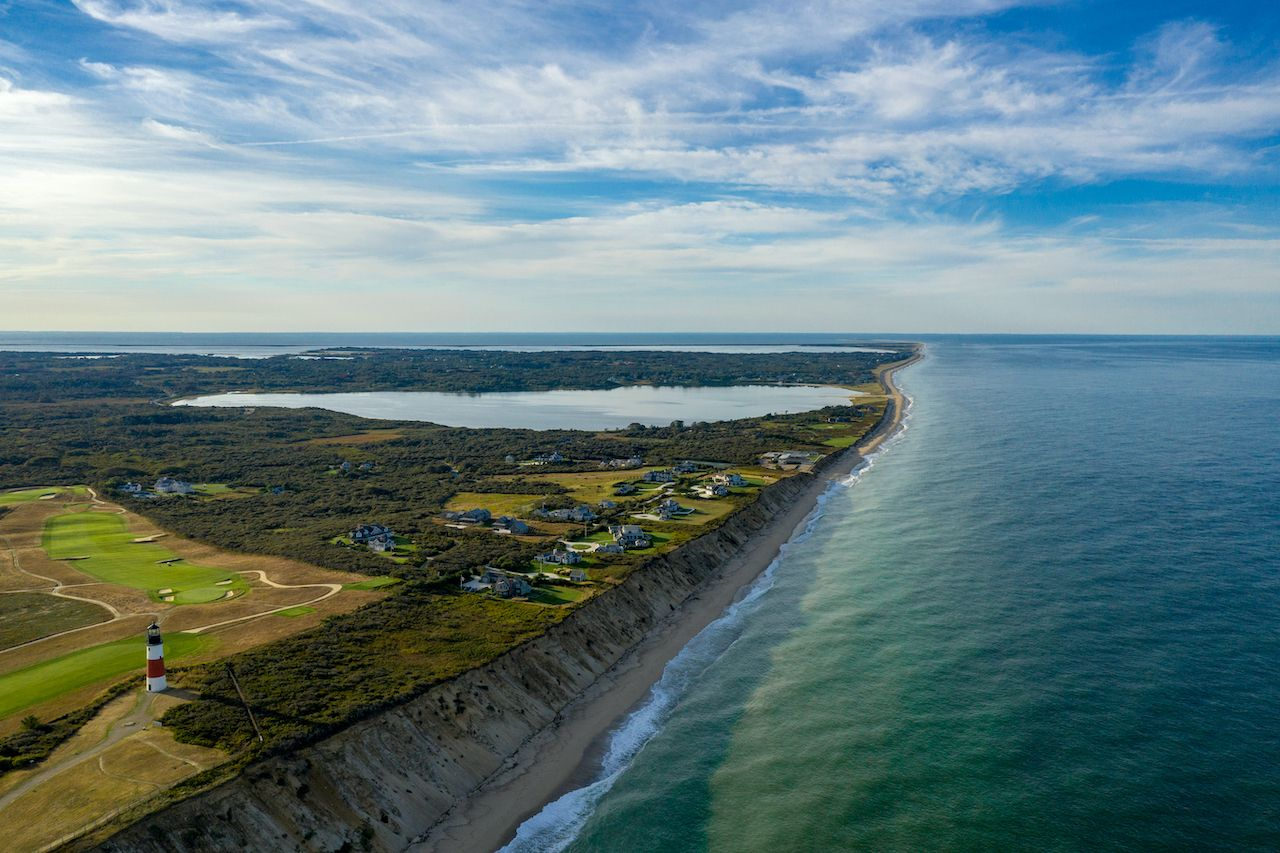Nantucket,Coast,Beautiful,Water,Lighthouse,And,Golf,Course,Views,During
