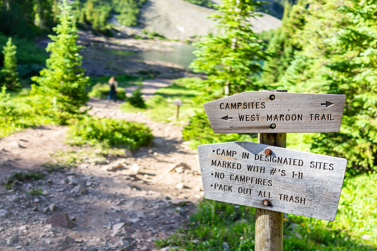 Maroon,Bells,Trail,Direction,Sign,For,Campground,In,Aspen,,Colorado