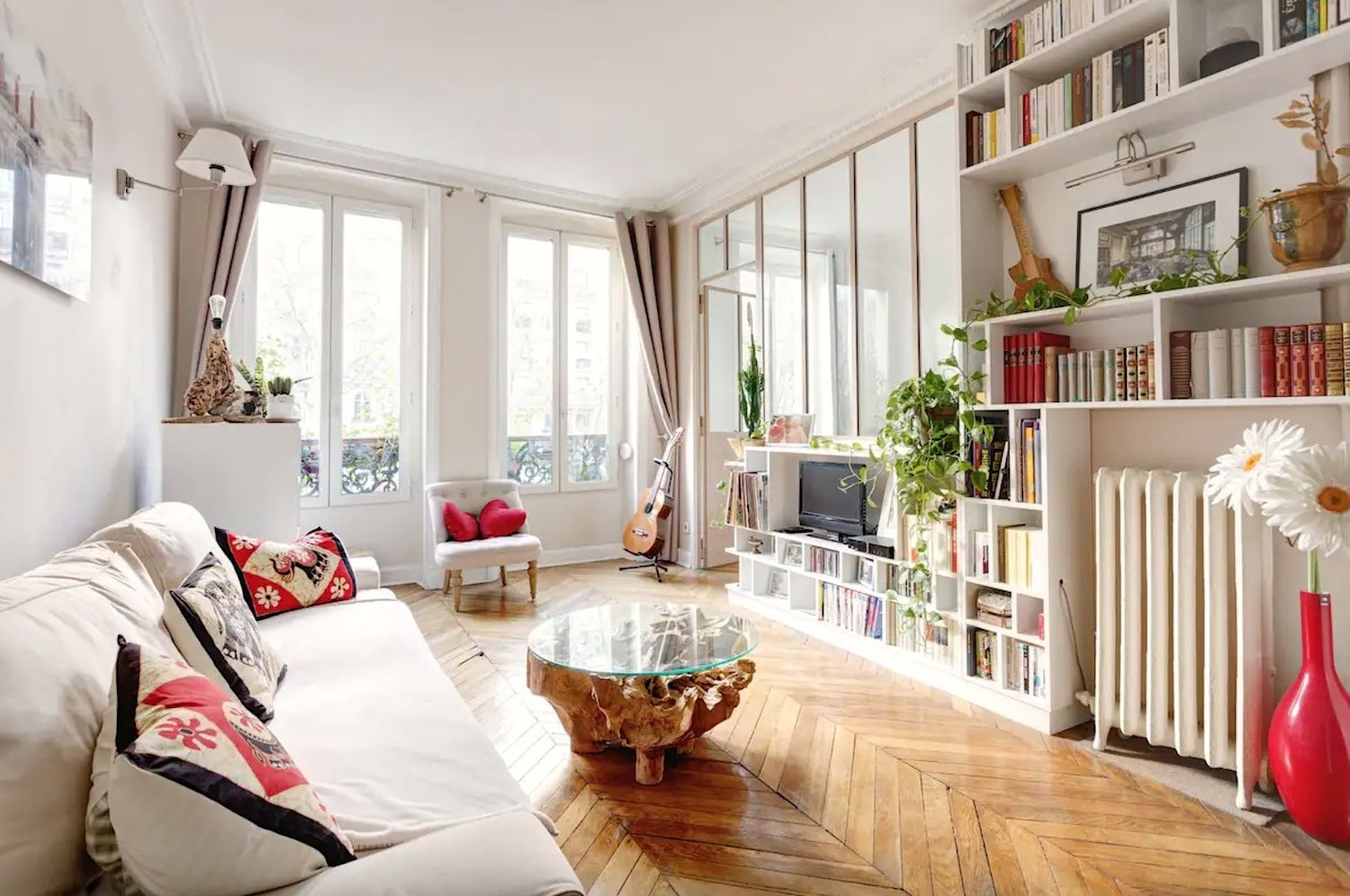Bright apartment steps away from the Moulin Rouge -- Paris' 18th arrondissement, Paris Airbnbs