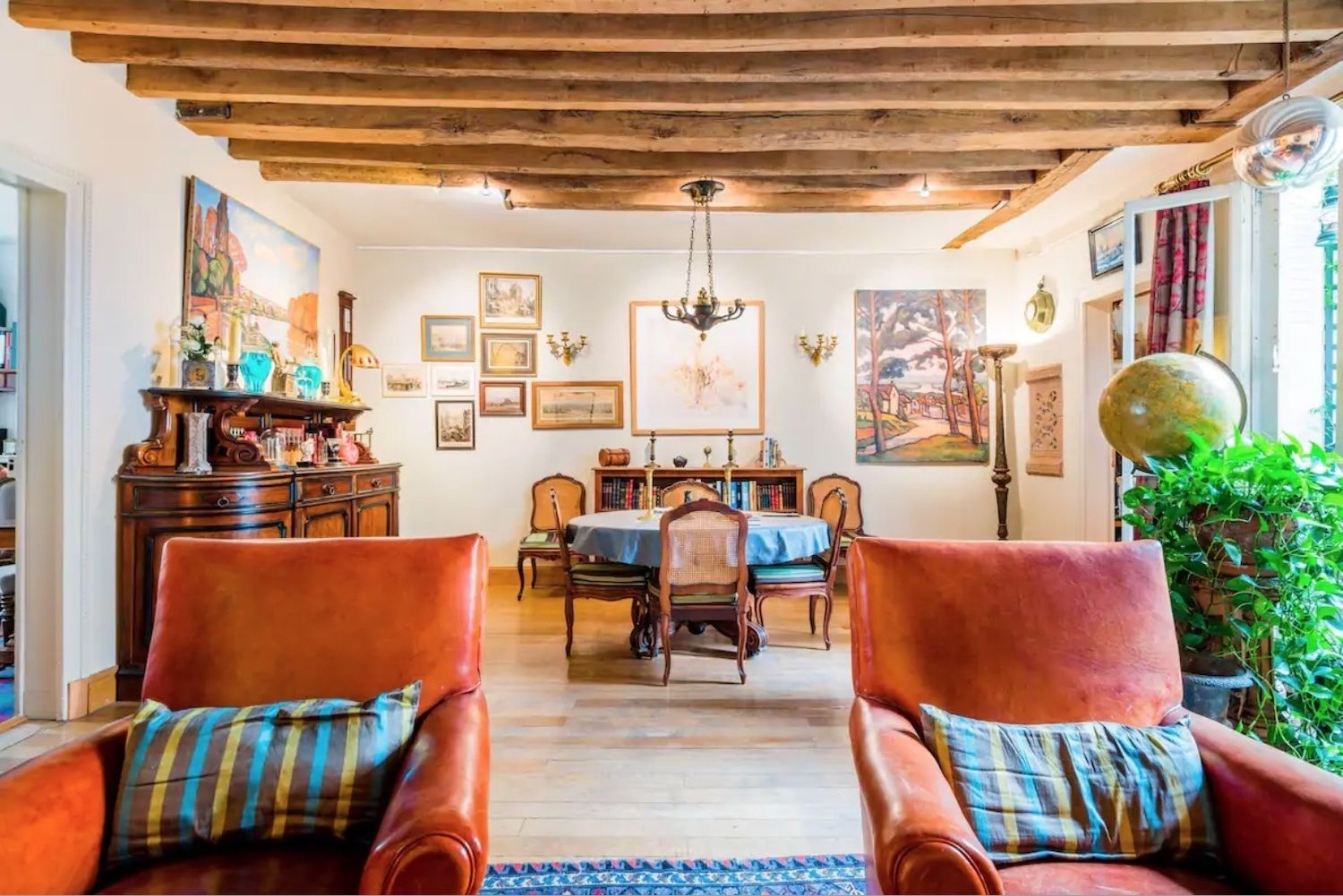 Charming apartment with timber beams -- Paris' 3rd arrondissement, paris airbnbs