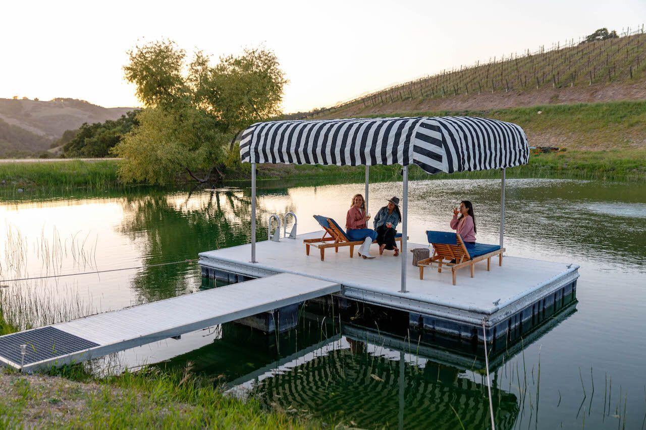 The Trailer Pond dock, Alta Colina
