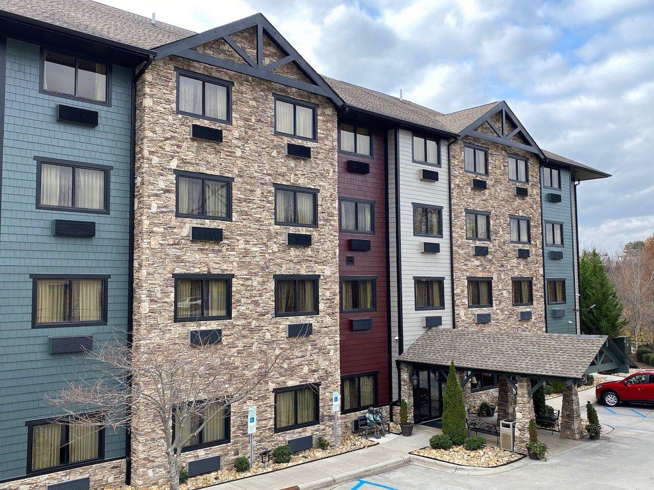 brookstone-lodge-downtown-asheville-hotels