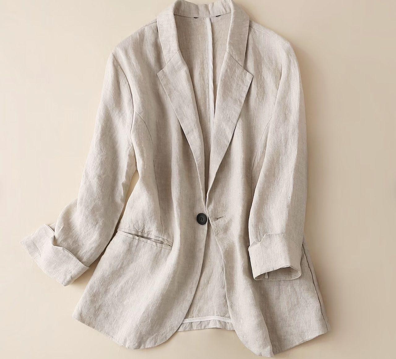 comfortable-travel-clothes-female-blazer