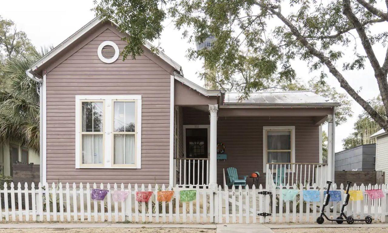 downtown-cottage-san-antonio-airbnbs