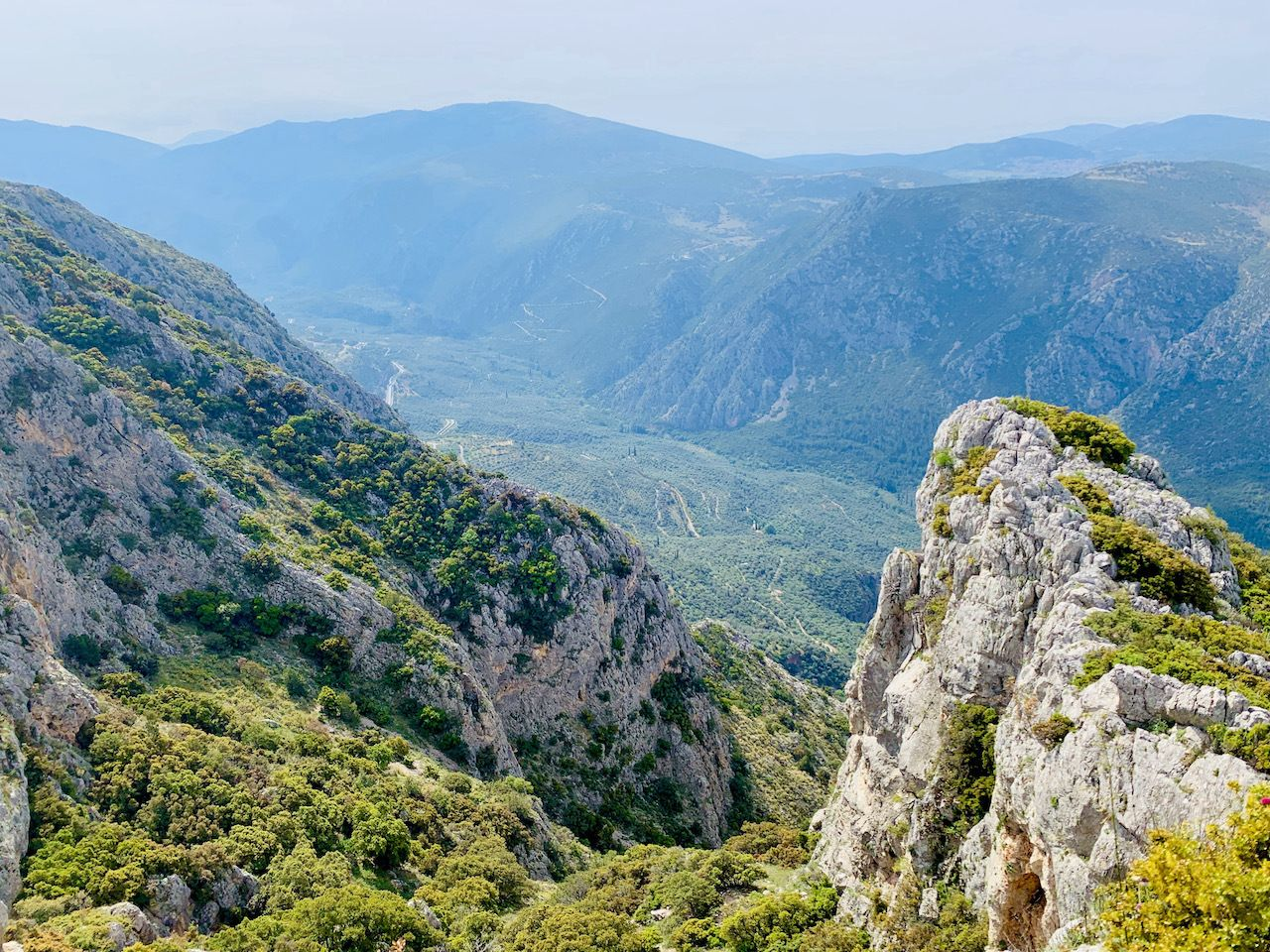 hiking-in-delphi-trails-above-ruins