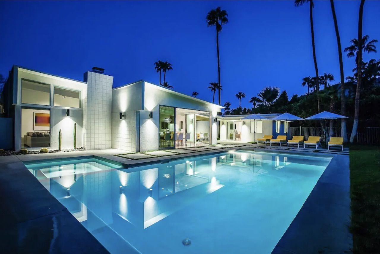 la-paloma-palms-bachelorette-palm-springs-airbnbs