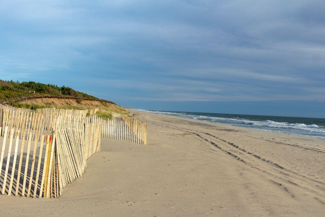 Beach,Scenes,In,Nantucket,,Waves,Crashing,Near,The,Shore.