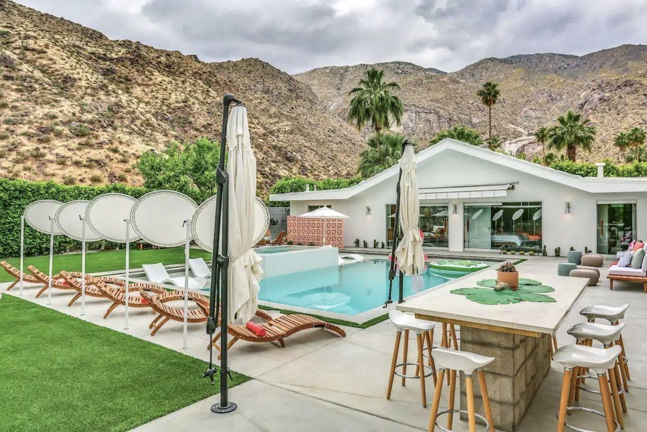 ps-aloha-bachelorette-palm-springs-airbnbs