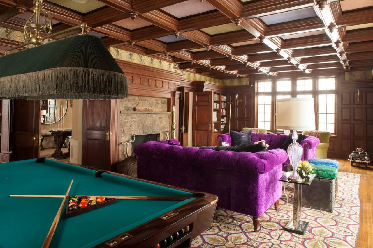 real-housewife-Dorinda-medley-Airbnb-billards room
