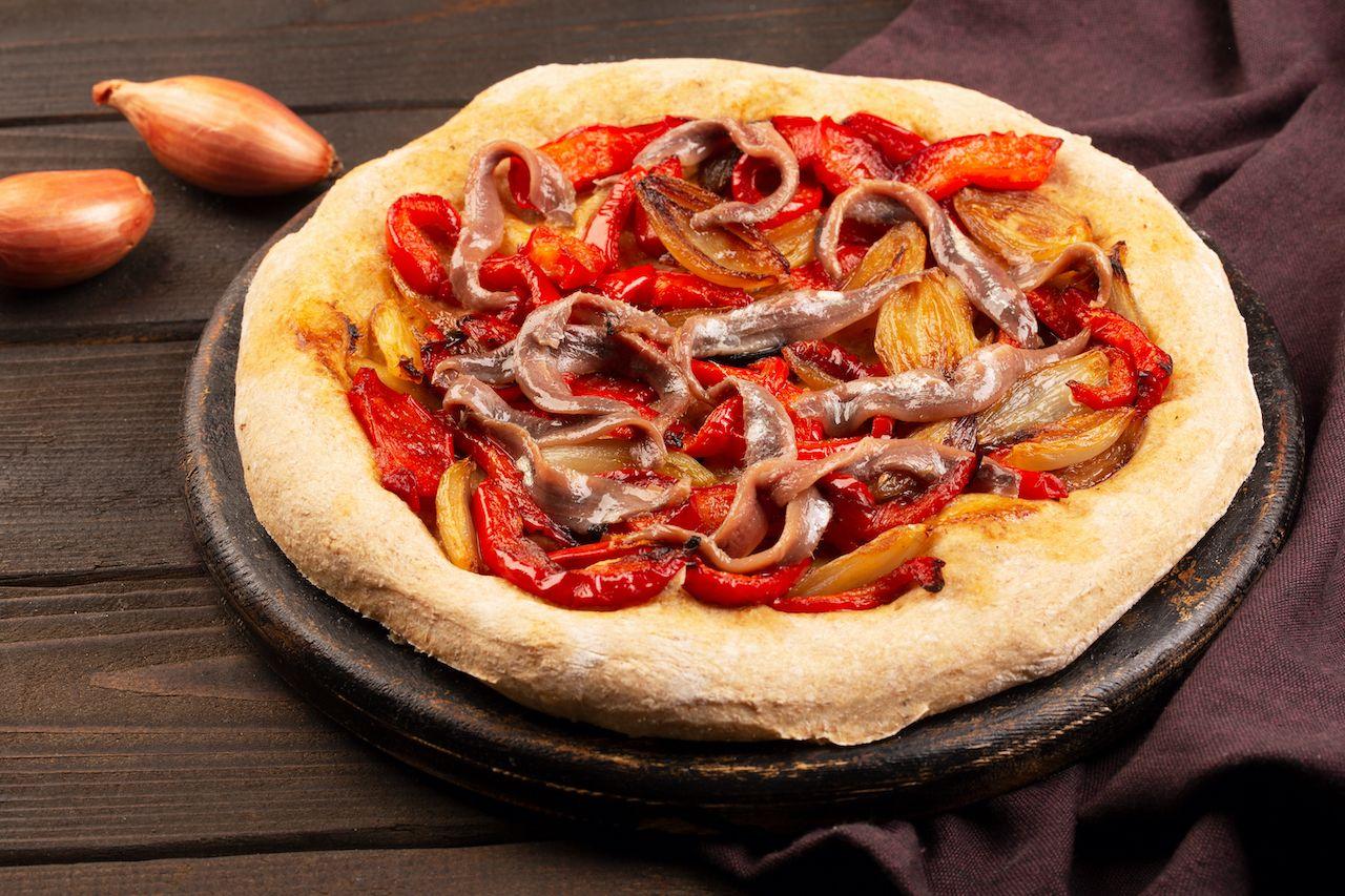 spanish coca pizza