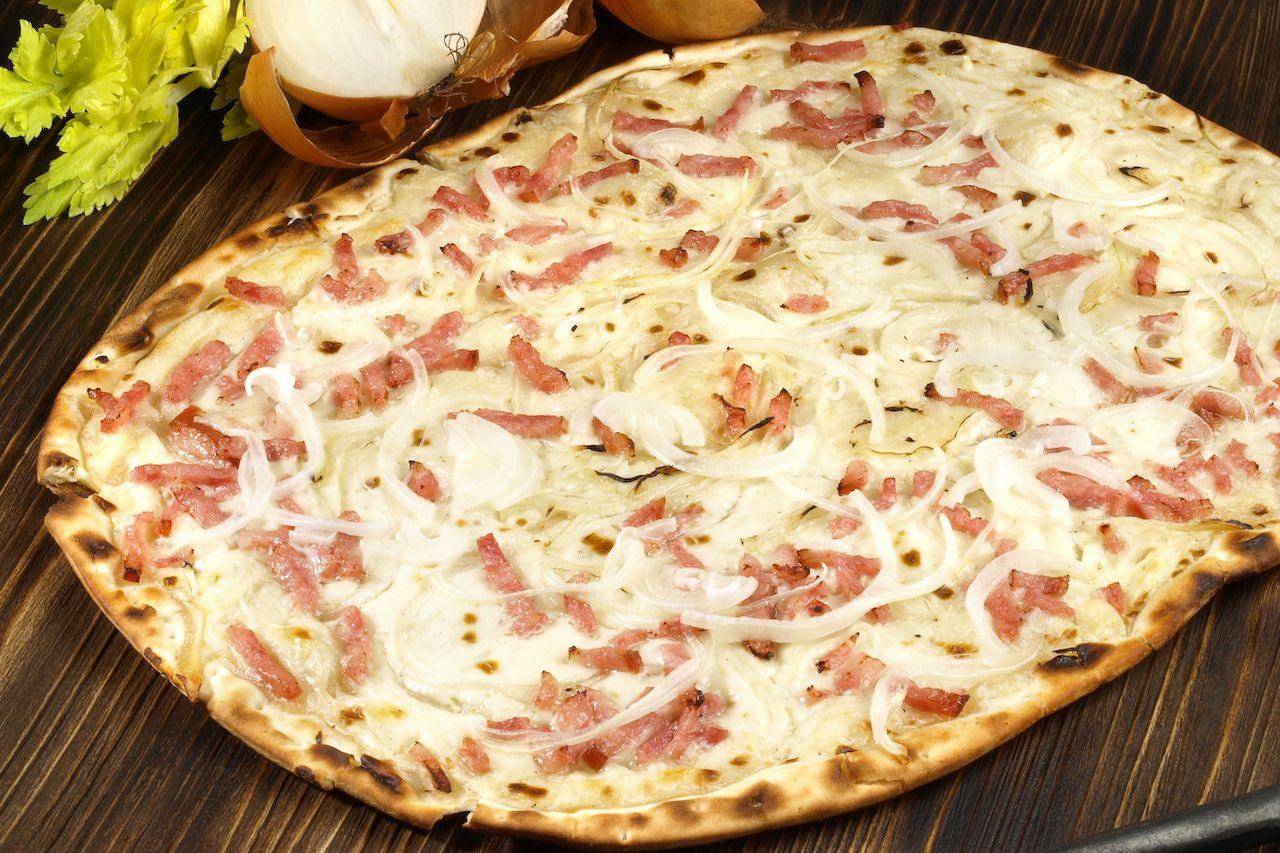 french tarte flambee pizza