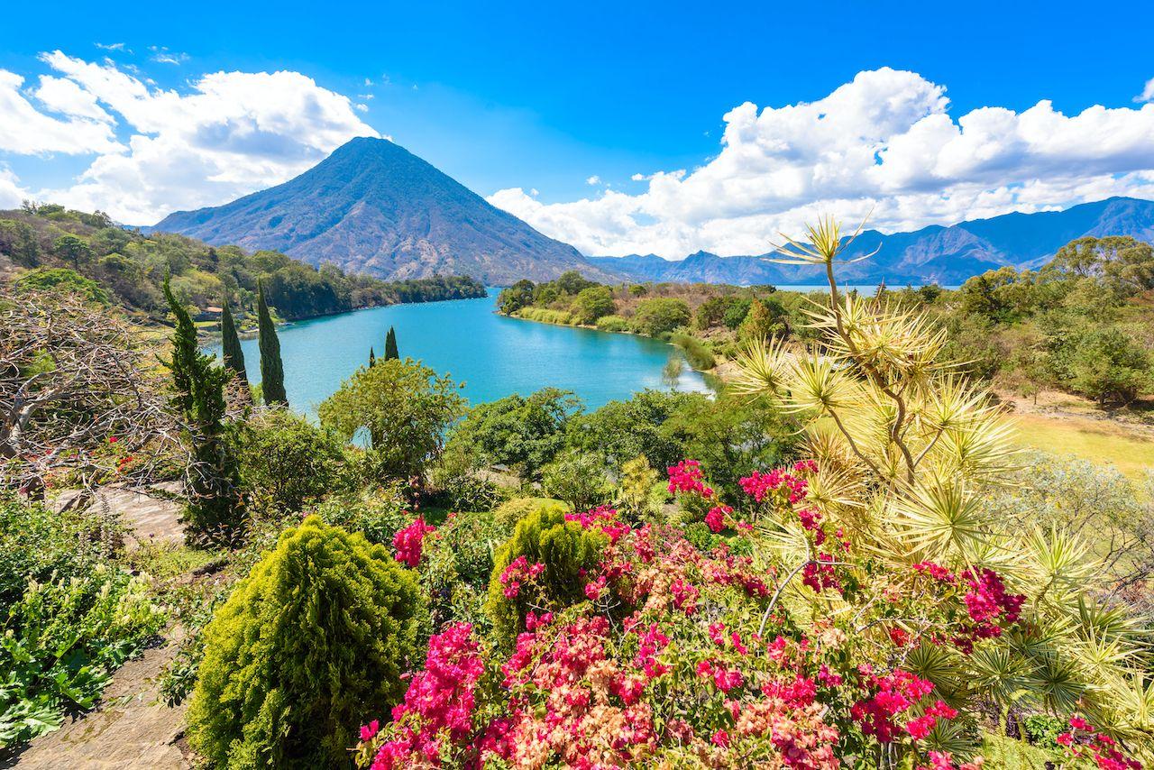 Beautiful,Bay,Of,Lake,Atitlan,With,View,To,Volcano,San