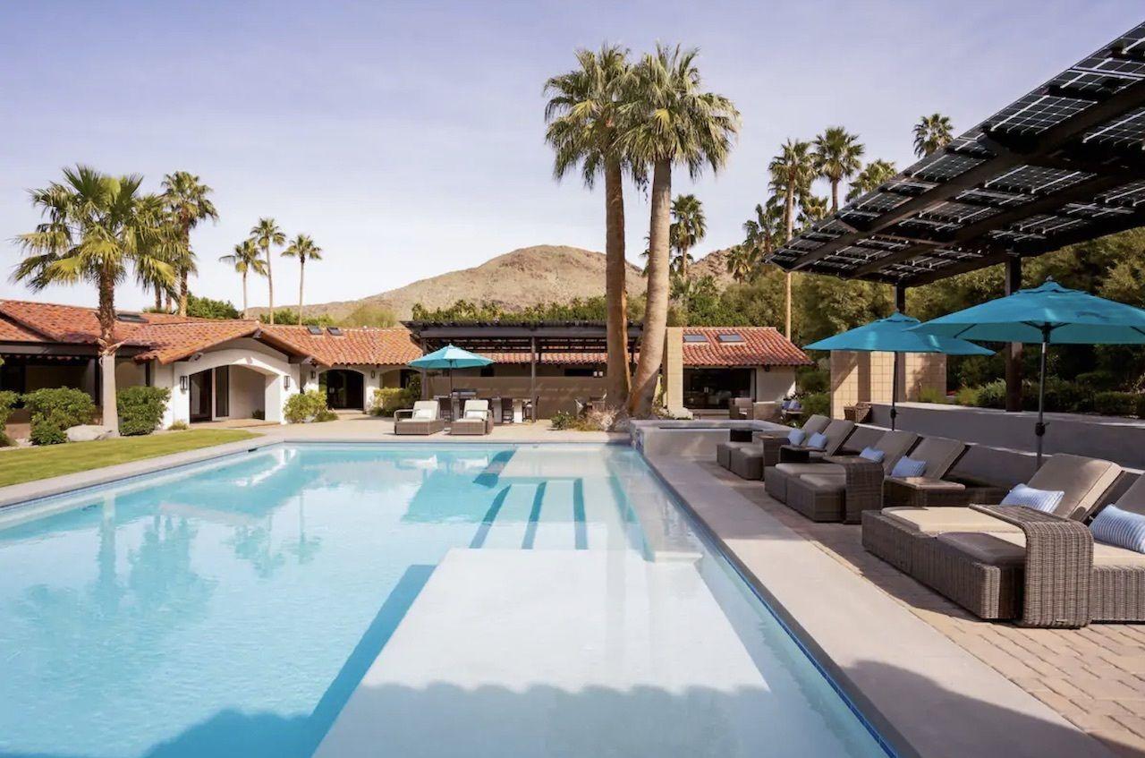 valentine-estate-bachelorette-palm-springs-airbnbs