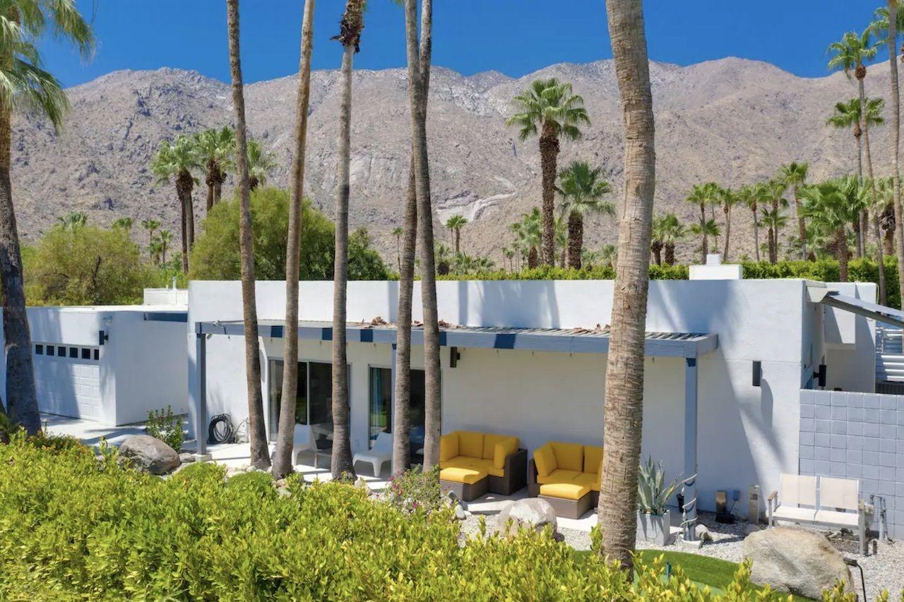 vista-las-palmas-bachelorette-palm-springs-airbnbs
