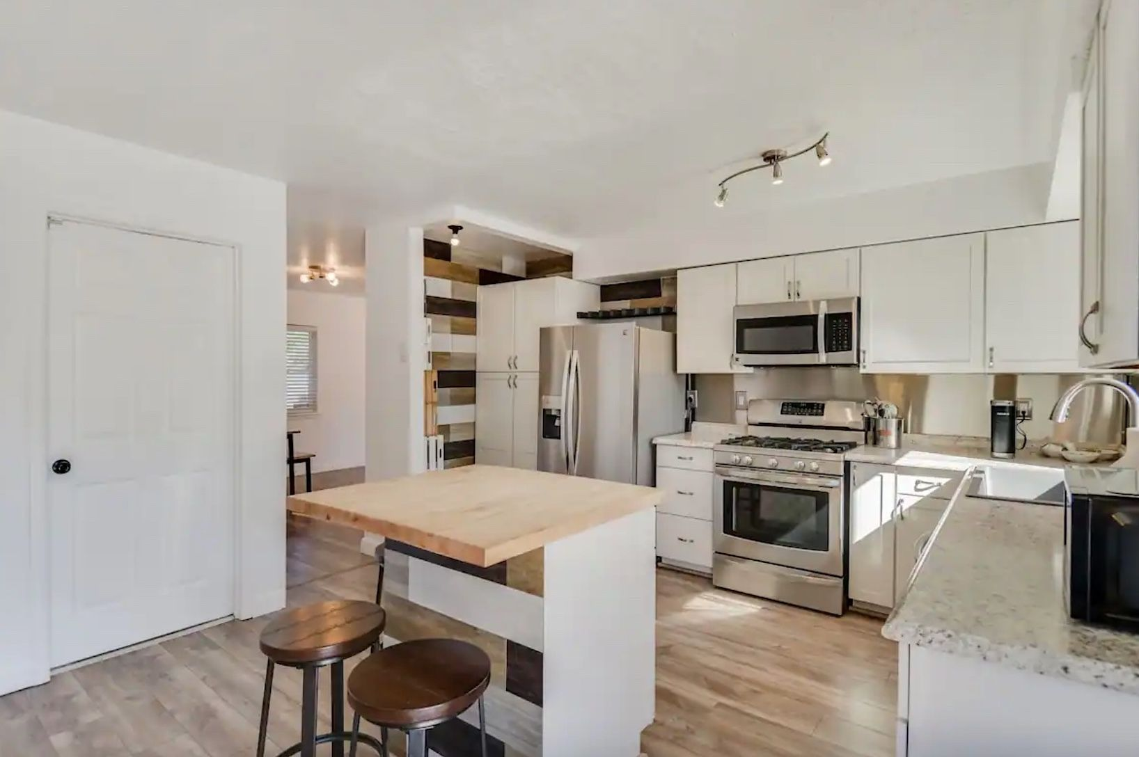 Kitchen in Airbnb available near the Albuquerque International Balloon Festival