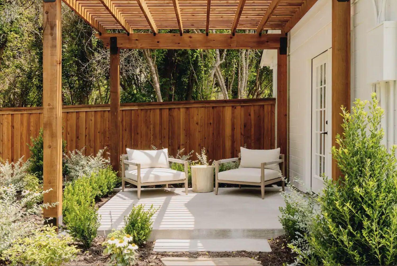 Hillcrest Cottage back patio
