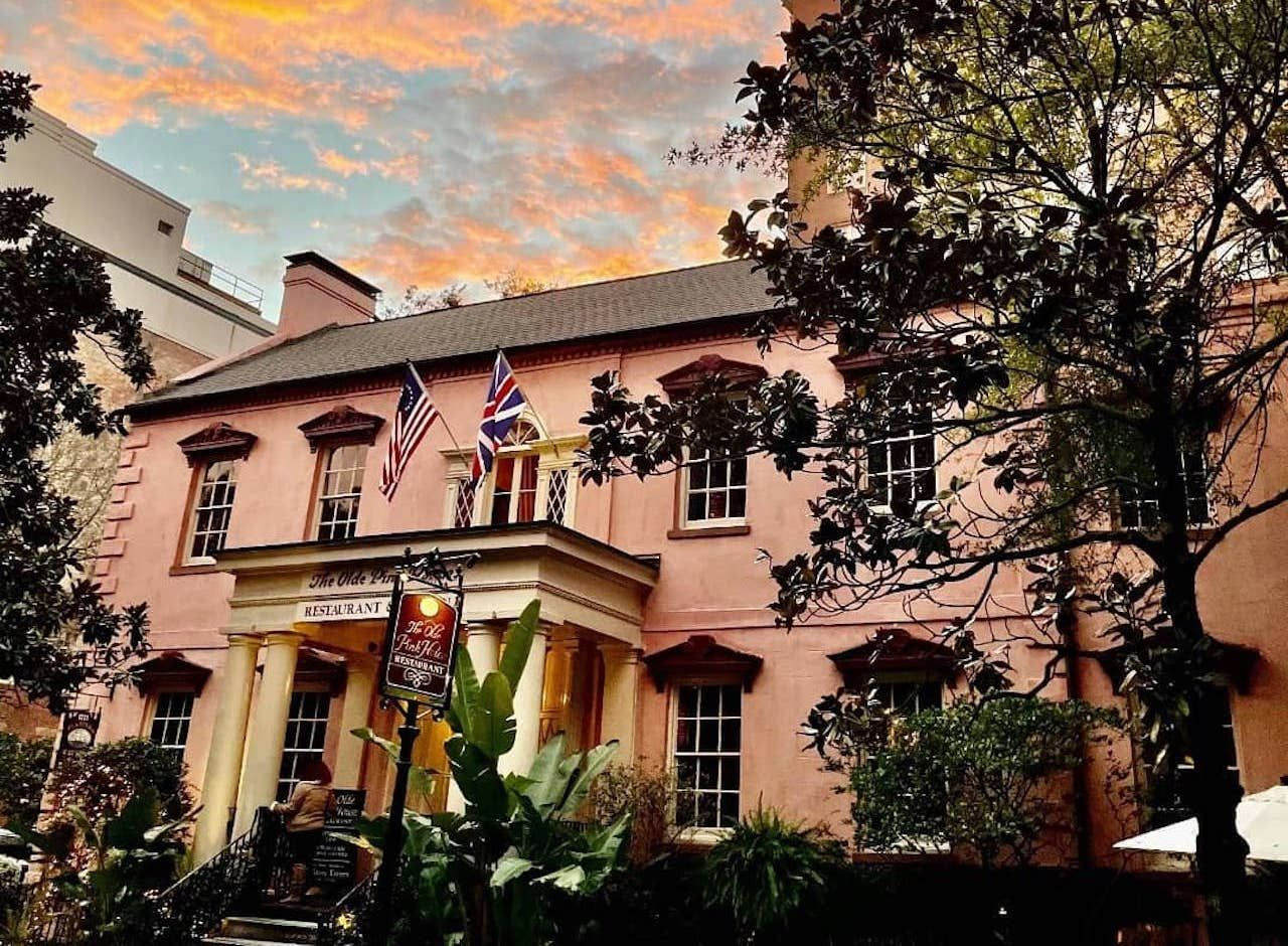 Historic Sites Savanah The Olde Pink House