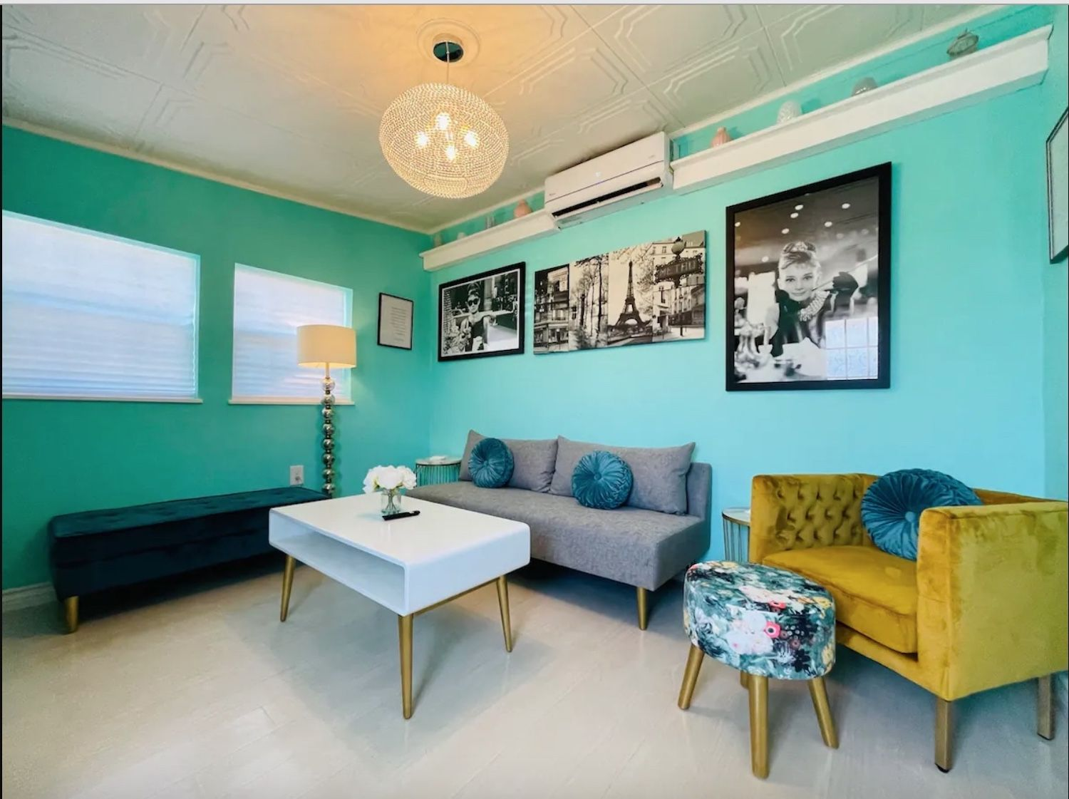 Living room in Airbnb available near the Albuquerque International Balloon Festival