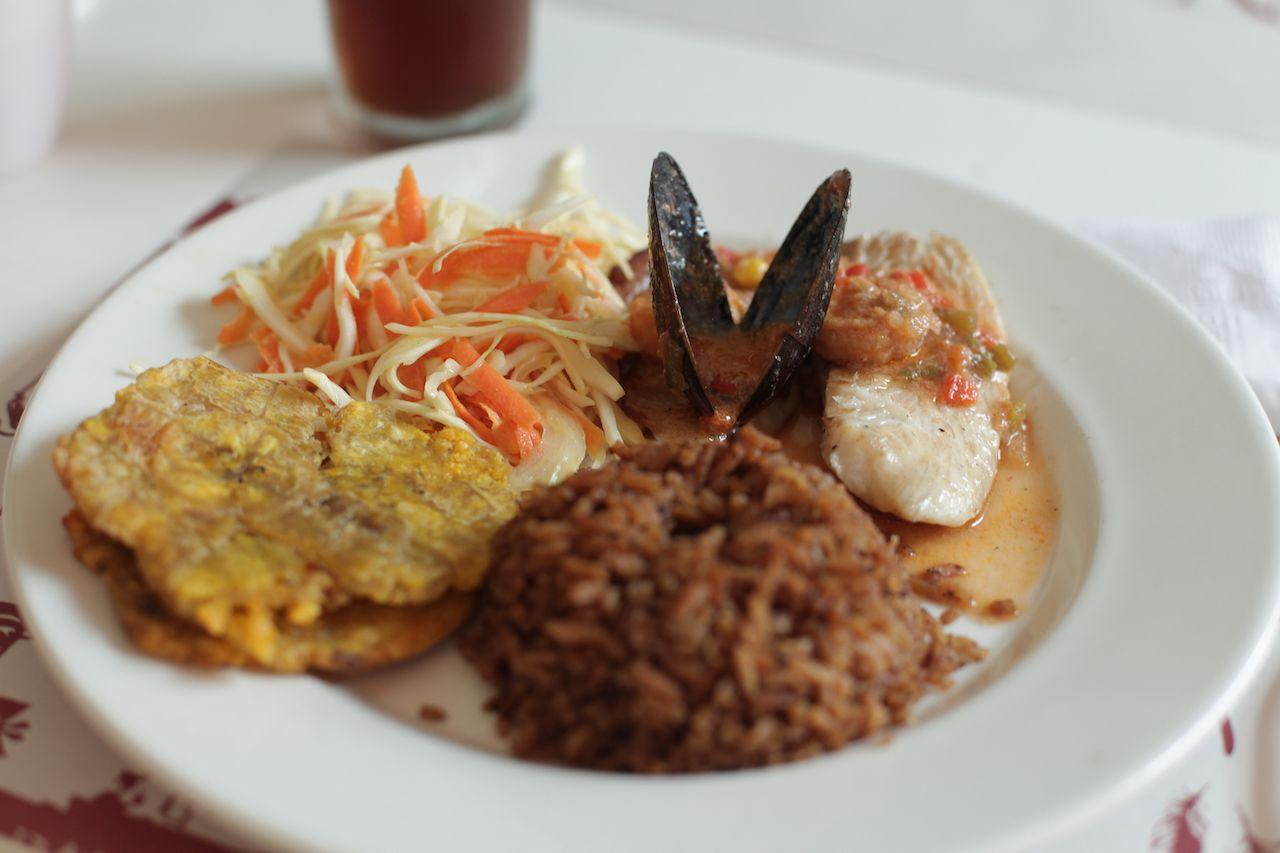 colombian arroz de coco frito