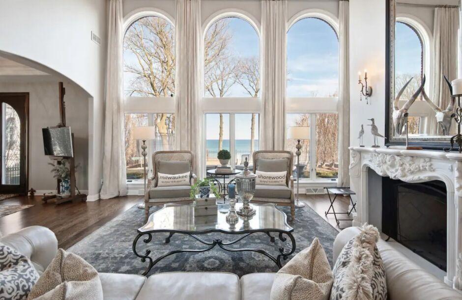 bluff house luxury milwaukee airbnbs