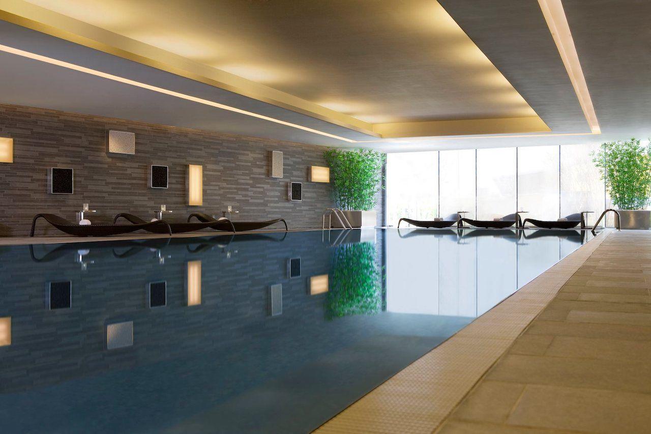 hotel pool hong kong skycity