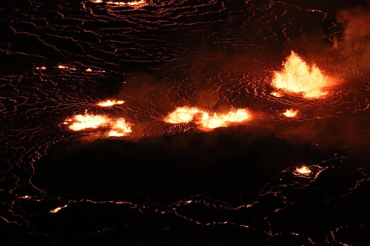lava flow from kilauea volcano hawaii