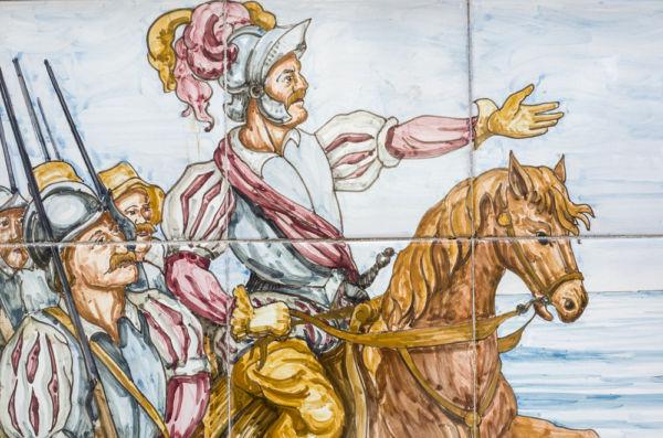 Por qué Cortés ordenó ejecutar a Cuauhtémoc ¿Con cuántos soldados rindió Cortés a Tenochtitlan?